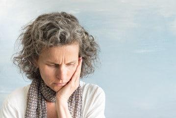 ¿Resequedad del cabello en la menopausia? Pasados los 35 años es cuando más se empiezan a ser evidentes estos cambios.